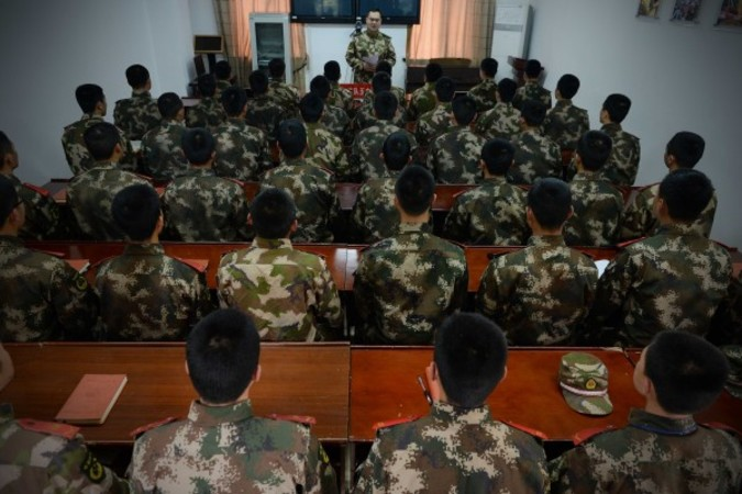 座学を行う某中国武装警察部隊(写真/大紀元写真データベース)