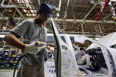 中国国内の自動車生産工場。中国当局が4月に発表した1月~3月の中国GDP成長率は、前年同期比6.9%増となり、政府目標を上回った。しかし数字は「水増しされている」と専門家はかねてから指摘している(GettyImages)