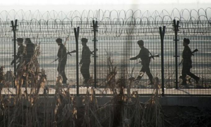 南北軍事境界線付近の兵士(Getty Images)