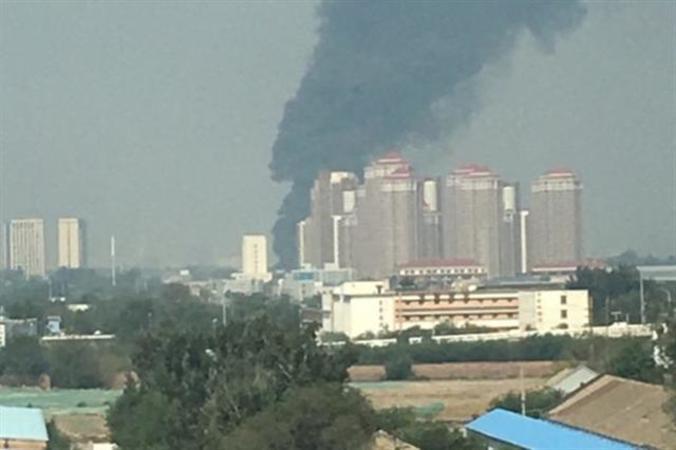 9月28日、中国ステルス戦闘機「殲-10(J-10)」が、天津の公園に墜落したとの情報が、画像とともにネットに流れた。(新浪微博@涵涵涵hanhan)