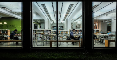 図書館の大学生。エイズが大学生に広がる要因とは(Matthias Ripp/flickr)