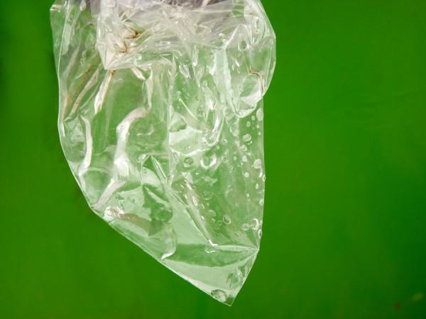 プラスチックの袋で火を簡単に起こせる方法が、このたびYoutubeで紹介された(flickr)