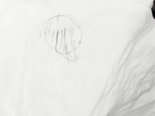大切な衣類に油性ボールペンの跡が付き、あらゆるクリーニング屋さんを駆け回ったけれど、断られてしまった経験はありませんか?(写真 大道)