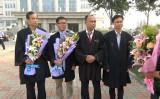 16年9月13日、法輪功学習者、周向陽氏と李珊珊氏を被告とする裁判が、天津市東麗裁判所で開廷。弁護団の一人である余文生弁護士(向かって左から3番目)(大紀元)
