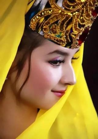 金髪碧眼のタジク人女性(看中国より)