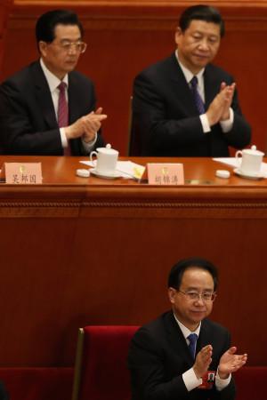 令一族の一番の出世頭であった令計画は胡錦濤元国家主席の元側近だったが、失脚前には江沢民派に転じていたとの情報がある。 いまや、山西省の官僚汚職に深くかかわっていたとされる一族は転落の道をたどっている(Getty Images)
