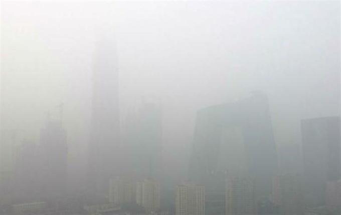 2016年10月、深刻な大気汚染に見舞われる北京。可視範囲は500メートル(ネット写真)