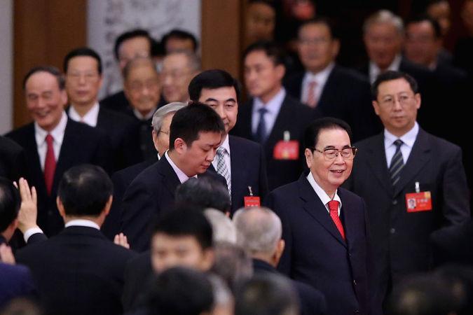 中国語メディア「博聞社」は10月27日付けの報道で、中国元首相の李鵬氏が体調不良で入院したと報じた。写真は2014年9月30日、北京の人民大会堂にて姿を見せた李氏(右から二番目)(Feng Li/Getty Images)