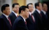 夏小強氏は「王氏の留任は第1ステップで、それに続いて、習氏は自らの2期10年間2022年までの慣例の任期を延長するであろう」と習政権の長期化を予測した (Photo by Feng Li/Getty Images)