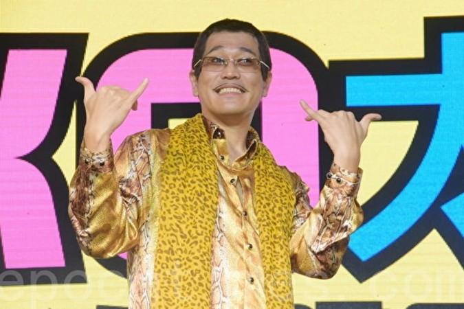 「PPAP」で一躍有名になったピコ太郎 台湾で食べたいもの第一位は九份名物の草餅だという(黄宗茂/大紀元)