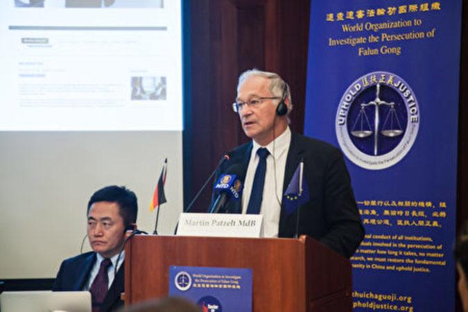 ドイツ人に中国で臓器移植を受けさせないようにするため、積極的に臓器移植に関するドイツの法律の改正に着手するように努力すべきと訴えるマーティン・パトゼルト議員(吉森/大紀元)
