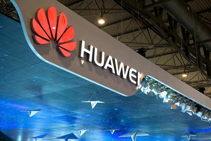 Huaweiのandroidスマートフォンには、上海ADUPSのファームウェアが搭載されている。(Karlis Dambrans/flickr)