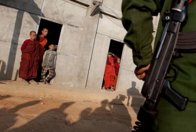 中国と隣接するミャンマー北部の国境地帯で20日に軍事衝突が起き、市民3人を含む8人の死亡が発表された。中国国防部は、軍は厳戒態勢を敷いていると述べた(Ye Aung Thu/AFP/Getty Images)