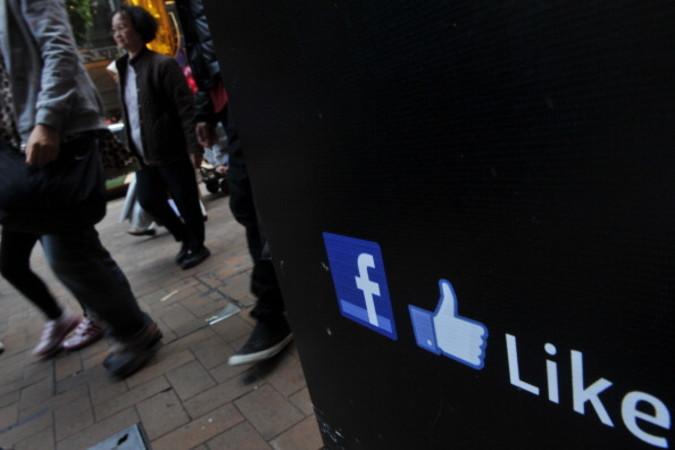 一部の専門家はフェイスブックの中国市場参入に伴い、中国人利用者だけではなく、世界中の利用者の個人情報が中国国家安全当局に把握されるだろうと警告している(Photo  aaron tam/AFP/Getty Images)