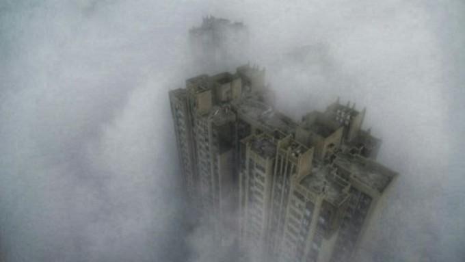 中国人ネットユーザーが飛行機内から撮影したスモッグに覆われた成都市の様子。(ネット写真)