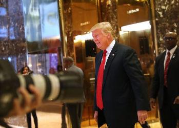 ニューヨークのトランプタワーで2016年12月7日、トランプ氏は日本の実業家・孫正義氏らと会談(Spencer Platt/Getty Images)