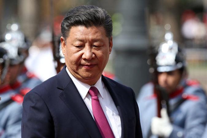 習近平国家主席が主導する反腐敗キャンペーンで、今年49人の高級幹部が失脚させられた(CLAUDIO REYES/AFP/Getty Images)