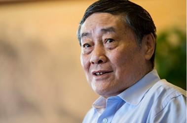 中国飲料メーカー最大手娃哈哈(ワハハ)集団の宗慶後会長は14日、北京で開催された「2017網易エコノミスト年次総会」に出席し、「中国実体経済の厳しい現状の下で商売するのが非常に難しくなった」「(企業側の)投資コストが高いため、政府が企業所得税率(日本の法人税に相当)を引き下げるべきだ」と発言した(写真 大紀元)