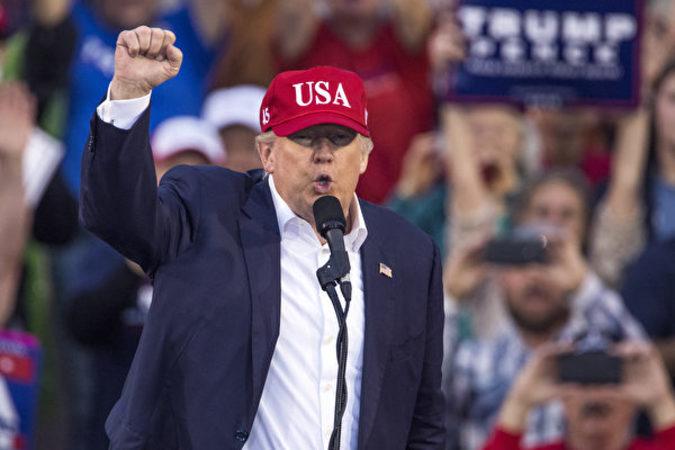 トランプ大統領ついに誕生(Mark Wallheiser/Getty Images)