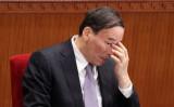 先月、習近平政権における反腐敗運動の中心人物である中紀委書記、王岐山氏を狙った暗殺未遂の事件があったと、香港メディアが報じた。王氏が中紀委書記に就任して以来、暗殺未遂はこれが27回目 (Feng Li/Getty Images)