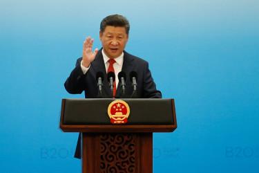 昨年11月中旬に中国共産党中央政治局と19大準備組から配布された、党・政府国家機関部門改革初稿の中に、19大で党指導層の構造改革案が盛り込まれたほか、政府系統、軍隊、司法系統にある一部の高級官僚職に、非共産党員の就任を可能にするとの提案が出された ( Aly Song - Pool/Getty Images)