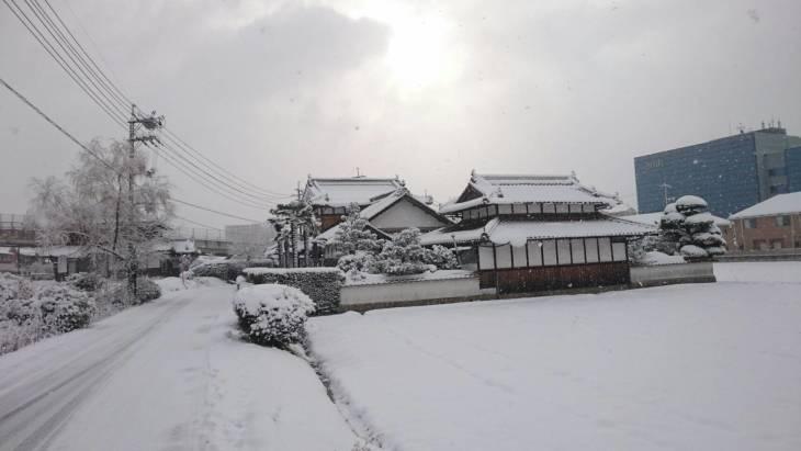大雪は人生初めての体験!(撮影・コウ)