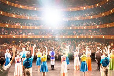 今年の1月11日から15日までニューヨークリンカーンセンターで開かれた神韻国際芸術団の公演は延長公演まで編成するほど大人気であった。(戴兵/大紀元)
