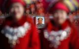 2016年9月、天安門広場に掲げられた毛沢東肖像画(STR/AFP/Getty Images)
