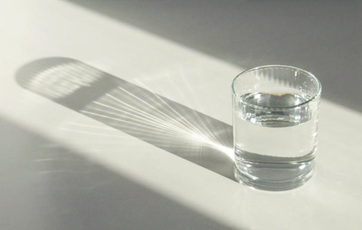 15 年間、毎日ウォッカを 5杯、飲み続けた50歳の男性は、膵臓が石灰化してしまった(強石/Flickr)