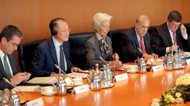 昨年末に世界貿易機関(WTO)加盟15年の節目をむかえた中国は、加盟時に受け入れていた「非市場経済国」の地位を、無条件に「市場経済国」に変えることを主張しはじめている(MICHAEL SOHN/AFP/Getty Images)