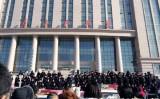 中国黒龍江省大慶市では2月14日、アルミメーカーが同市での生産工場建設するプロジェクトに反対する市民1万人以上が、市政府前広場で大規模な集会と抗議活動を行った。( デモ参加者撮影)