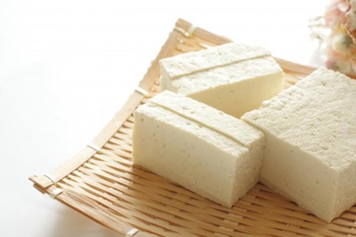 中華や和食、韓国料理ではおなじみの豆腐。近年では欧米でも健康食品として注目されている(shutterstock)