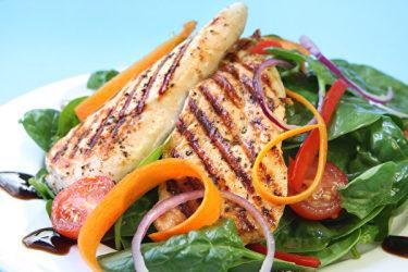 タンパク質が不足すると太りやすい(Fotolia)