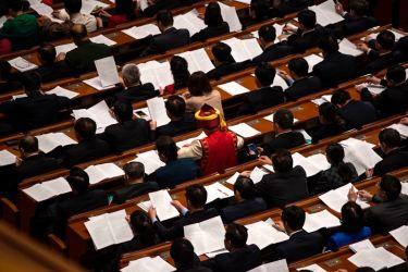 3月8日、全人代会期中の北京の人民大会堂。約3000人の各行政地域の代表が参加(FRED DUFOUR/AFP/Getty Images)