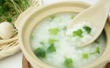 よく煮込んだお粥の煮汁が肺を守る(Shutterstock)