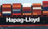 米ニューヨーク港で2016年8月、沢山のコンテナを積み込んだコンテナ船が出港(Spencer Platt/Getty Images)
