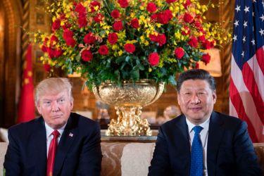 ドナルド・トランプ米大統領は7日、 米フロリダ州にある別荘で、習近平・中国国家主席と会談(JIM WATSON/AFP/Getty Images)