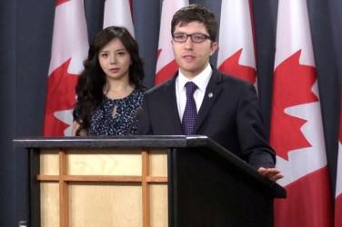 カナダのガーネット・ギュニス国会議員(右)は4日、ミス・カナダの女優アナスタシア・リンさん(左)と同政府元官僚デービッド・キルガー氏とともに記者会見を開き、違法な臓器摘出は基本的人権に関わる問題だとして、カナダでの関連法案の成立は急務であると述べた。(NTD Television)
