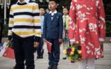 2017年3月、北京の人民大会堂で、セルビア大統領歓迎式典に参加する子供(GettyImages)