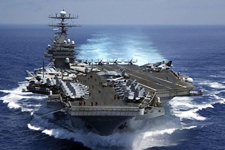空母カール・ビンソンを含む米海軍艦隊は朝鮮半島へ26日にも到達しないとみられている(Petty Officer 2nd Class Dusty Howell/U.S. Navy/Getty Images)