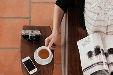 1日一杯のお茶を飲むと記憶力が高まり、認知症にかかるリスクを半減することができる(Bino Storyteller/Unsplash)