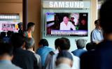2016年9月、韓国ソウルで、北朝鮮が5回目の核実験を実行したと報じる韓国メディアを映すスクリーン、満面の笑みを浮かべる金正恩・朝鮮労働党委員長(GettyImages)