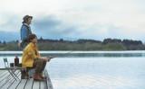離れて暮らす母を想う「歳の差兄弟」を、松坂桃李とクドカンが演じる新CMのワンシーン。明治安田生命が5月1日から公開(明治安田生命保険)