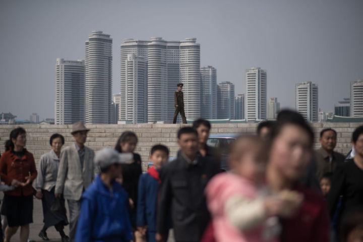 北朝鮮で、製品の産地を偽る行為が横行している。写真は2017年4月、北朝鮮の平壌の様子(ED JONES/AFP/Getty Images)