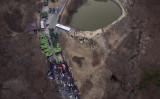 トランプ大統領のTHAAD設置費用負担について、韓国は拒否する意向。18日、韓国星州(ソンジュ)のTHAAD設置予定場所で、対峙する警察隊と反対団体(ED JONES/AFP/Getty Images)