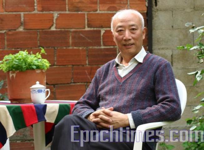 記者歴40年の中国人のベテランジャーナリスト、呉葆璋氏は「法輪功問題は中国の政治問題の核心」と語った。(大紀元)