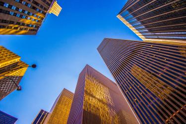次の粛正ターゲット? 中国・安邦の2兆円超えの超大型買収にストップ。ニューヨーク市内のビル群(Kevin Jarrett)