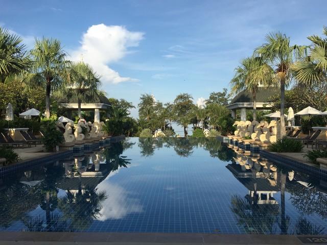タイのプーケット島西部のホテル「グレースランド・リゾート」のプール(public domain)