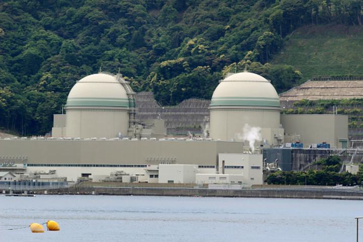 原子炉が自動停止するトラブルにより、稼働できない状態が続いていた高浜3、4号機は今年3月に大阪高裁が差し止めの仮処分を取り消し運転再開が可能になった (Photo credit should read STR/AFP/Getty Images)