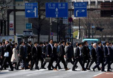2017年4月、都内の通勤者たち(TOSHIFUMI KITAMURA/AFP/Getty Images)